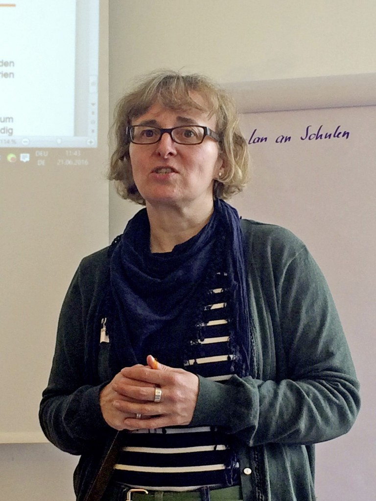 Petra Boch ist Expertin bei der RBO für die Bearbeitung von Schülermonatskarten.